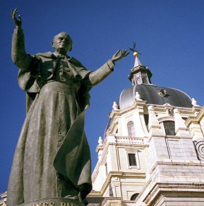 Statue of Pope John Paul II outside the Catedral de la Almudena (Madrid, Spain) by sculptor Juan de Ávalos, 1998.